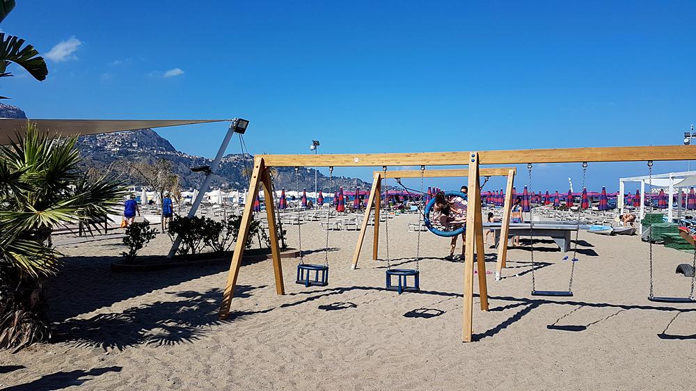 spiaggia giardini-naxos
