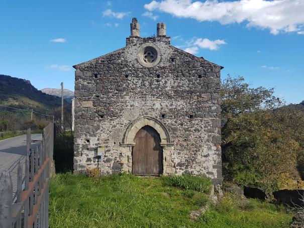 castiglione di sicilia cuba bizzantina o chiesa San Nicola foto taobook