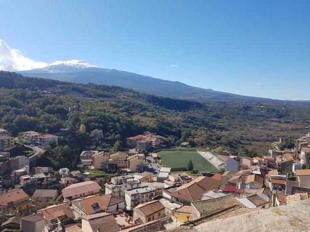castiglione di sicilia panorama sull'etna foto taobook