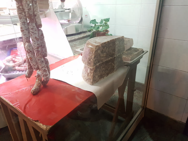 zafferana ottobrata banco macelleria foto taobook