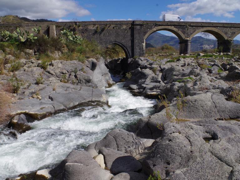 gurne alcantara castiglione di sicilia rapida vicino ponte