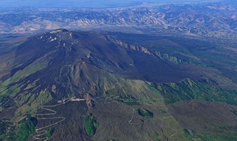 escursione sull'etna fai da te. panoramica del cono