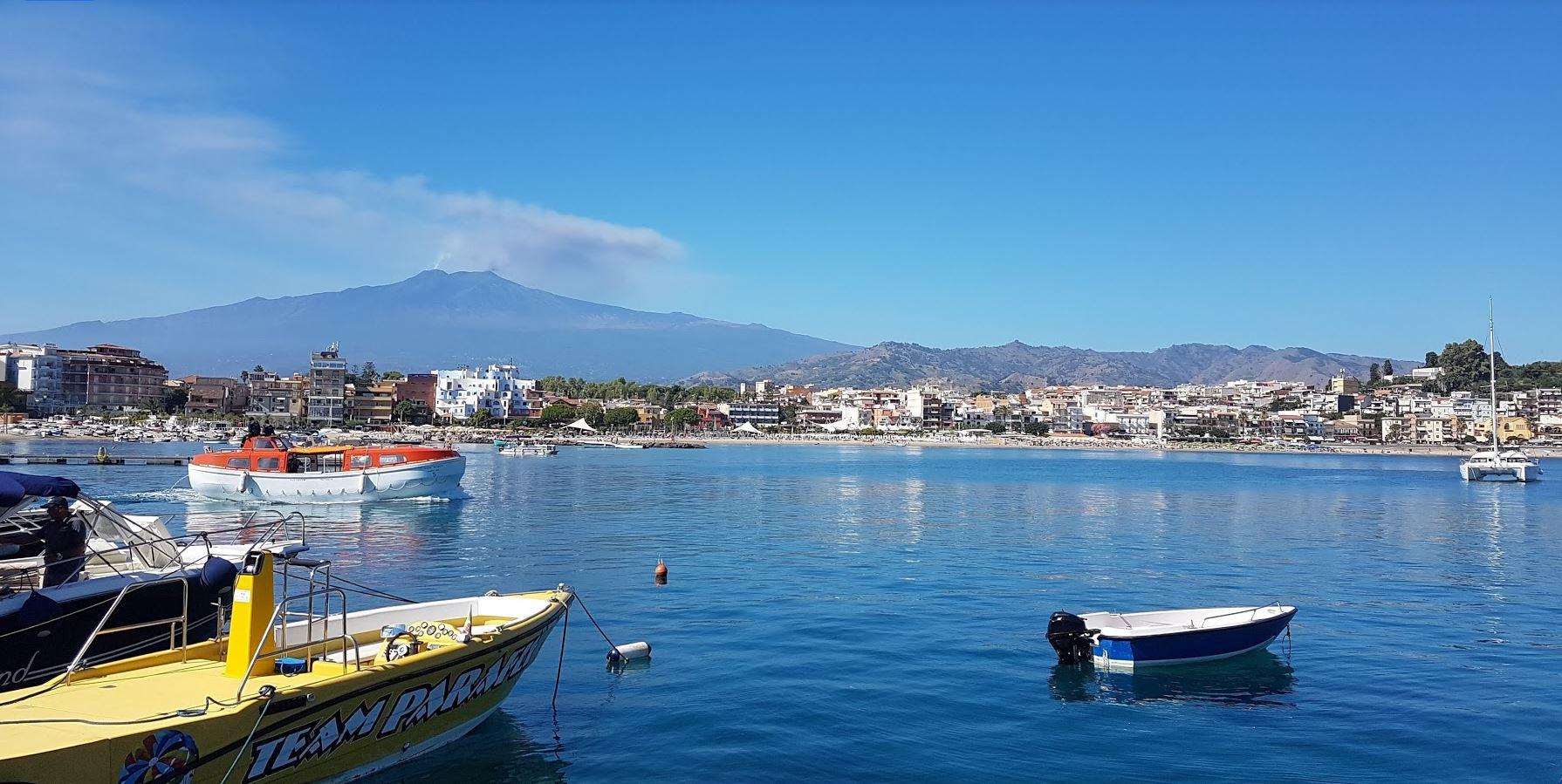 giardini-naxos il paese attaccato a taormina
