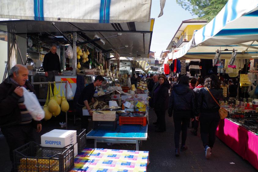 mercato domenicale a randazzo