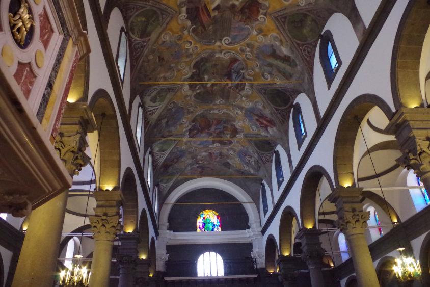 interno basilica santa maria assunta di randazzo