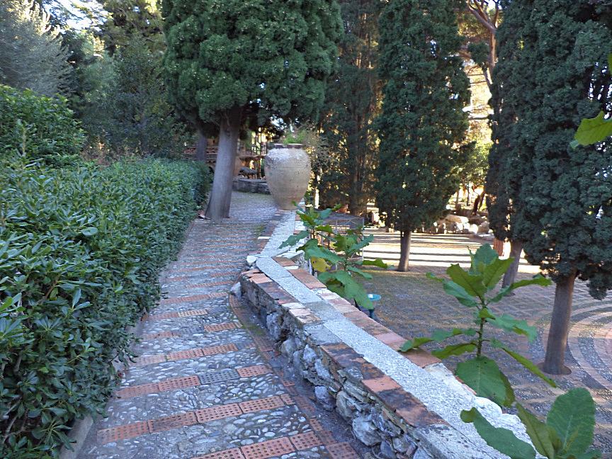 taormina villa comunale piazza delle ninfee
