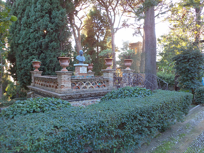 taormina villa comunale busto di Florence Trevelyan