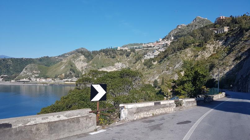 capotaormina lungo percorso stazione ferroviaria Taormina