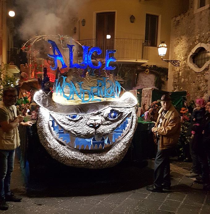taormina carnevale 2019 carro alice nel paese delle meraviglie