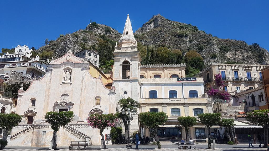 madonna rocca da piazza IX aprile Taormina