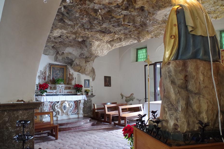 interno chiesa madonna rocca