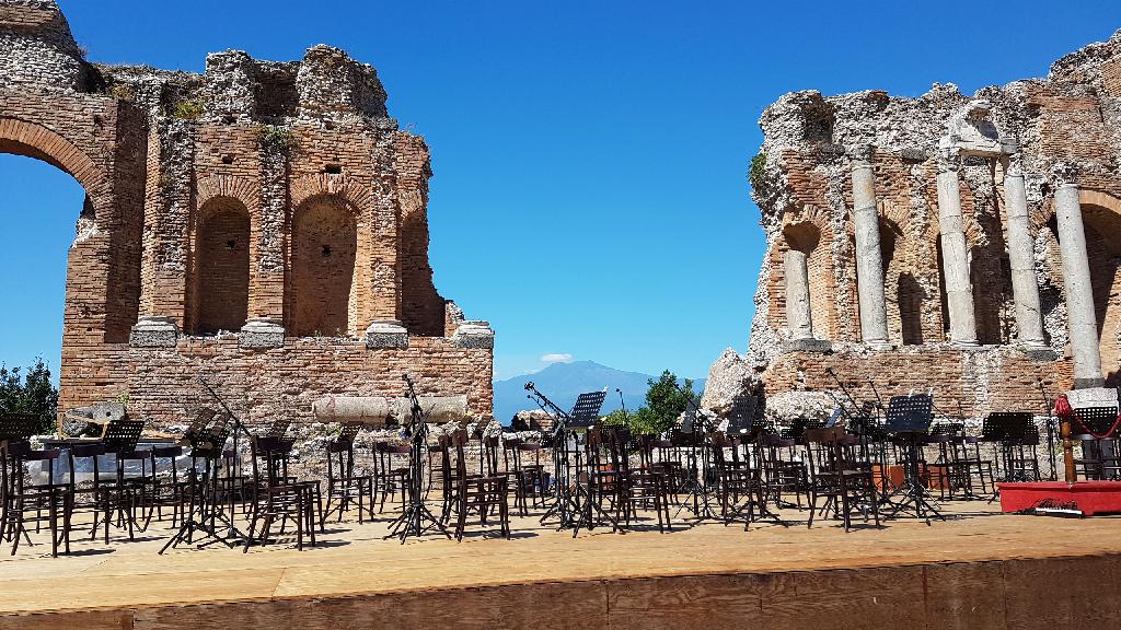 scena del teatro romano di taormina