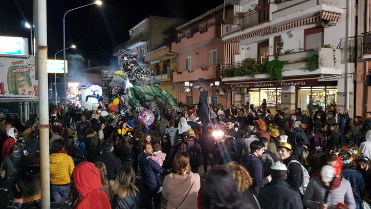 https://www.taobook.it/wp-content/uploads/images/trappitello-taormina-carnevale-2019/trappitello-taormina-carnevale-2019_16.jpg